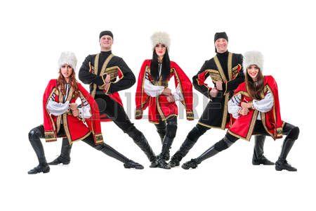 Equipo Dancer lleva un popular Europeo trajes montañés baile. Aislado en el fondo blanco de longitud completa. photo