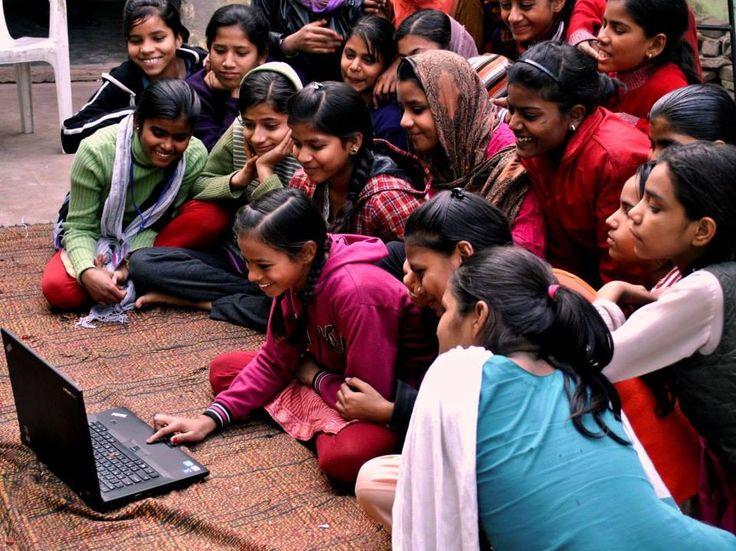 Niñas de India disfrutando de la experiencia Lenovo.  www.lenovo.com/ar