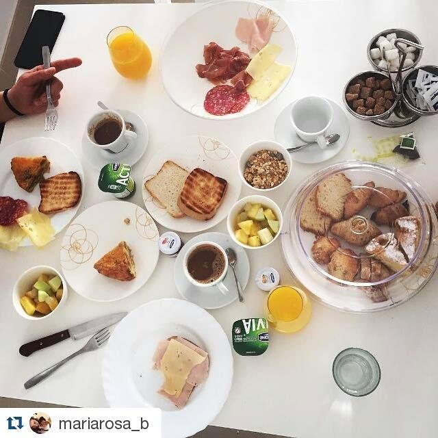 Un #Desayuno completo para comenzar con energía el primer día de la semana. Gracias @mariarosa_b por esta fotito en nuestro #Buffet