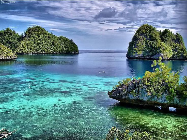 Another beautiful view of an area in the Philippines...Amazing how beautiful landscapes would be if they weren't manipulated by humans and tore down and destroyed!