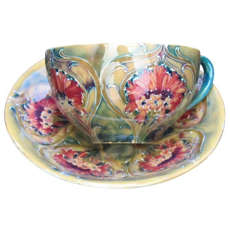 William Moorcroft Art Nouveau Tea Cup, COUNTRY: United Kingdom - DATE OF MANUFACTURE: Circa 1914