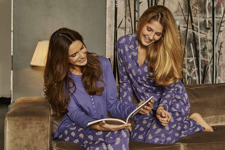 Ringella Women Pyjama 6411245 + 6411246 Das schöne Oberteil aus Interlock mit Knopfleiste und Ziernähten wird mit einer Hose aus Single Jersey im aktuellen Paisley-Muster kombiniert. Damit liegt man voll im Trend.  Ein klassisch durchgeknöpfter Pyjama mit Reverskragen. Das angesagte Paisley-Muster macht ihn zu einem Lieblingsstück. Satinbandverzierungen und eine kleine Brusttasche runden den schönen Look ab.