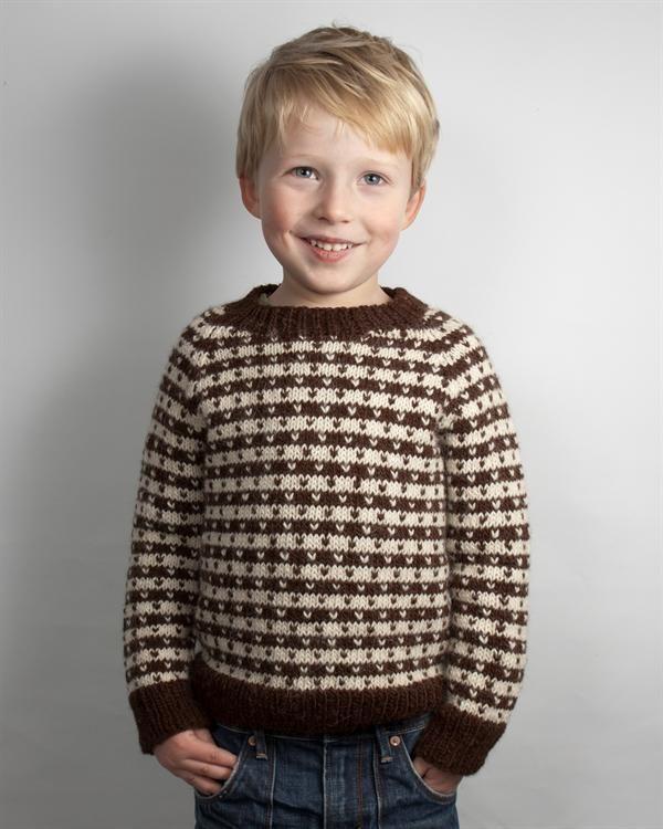 Klassisk Drengesweater med lus via Strikkebogen.dk