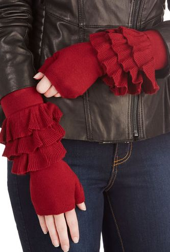 Ruffled red glovettes. i'm in love!