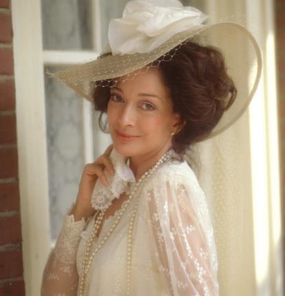Designing women..Dixie Carter was so beautiful!