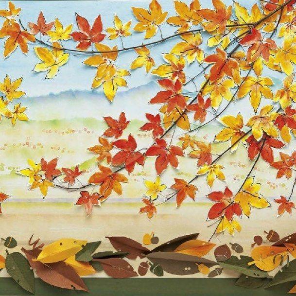 季節の壁画「紅葉の里」。遠い山並みを背に、 色づい