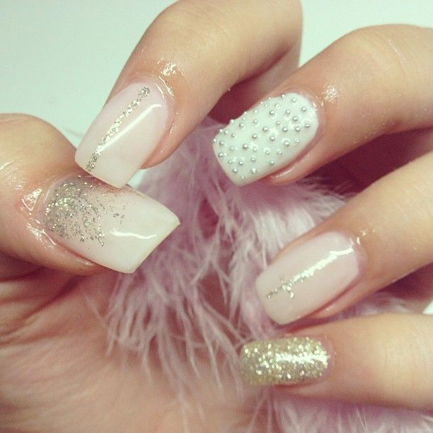 Nude detailed nails <3