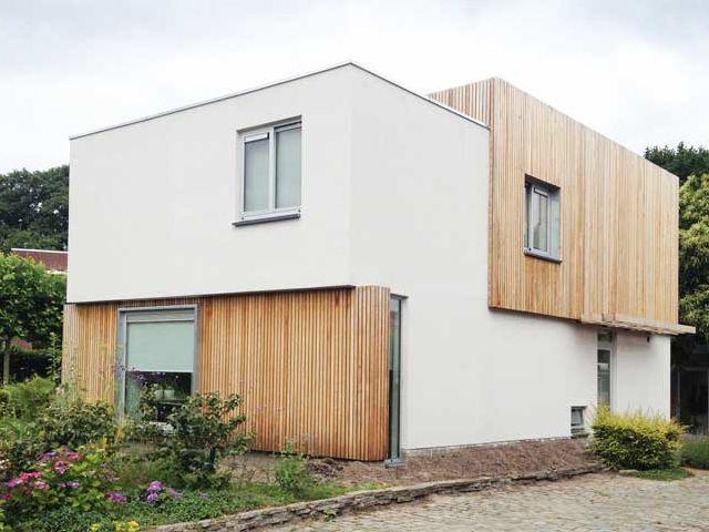 Je ziet het steeds vaker in het straatbeeld: huizen en gebouwen met een gevel volledig of gedeeltelijk bekleed met hout. Mooi? Absoluut! Maar wat zijn de voordelen en nadelen ervan?