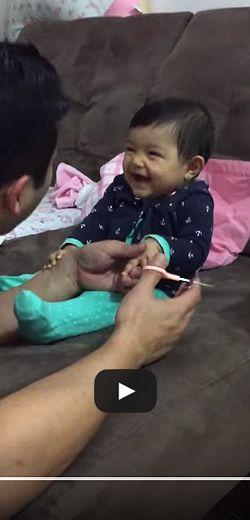 Un moment hilarant entre père et fille. http://rienquedugratuit.ca/videos/un-moment-hilarant-entre-pere-et-fille/