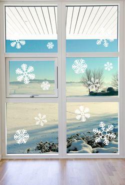 Dekorer dine vinduer med smukt udskårne snefnug! Både i hvid og i sandblæst-look - placer dem lige som du vil. :) Se flere julemotiver på: http://www.creativecave.dk/wallsticker.php?gruppe=32