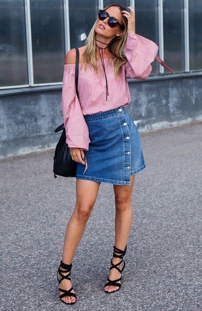 Kristin Sundberg com Saia Jeans e Off The Shoulder