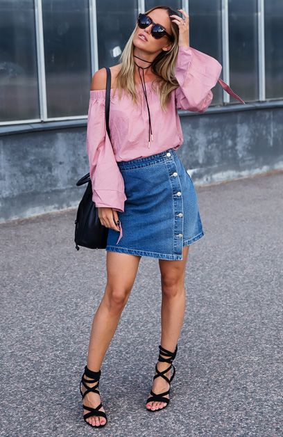 Kristin Sundberg com Saia Jeans e Off The Shoulder