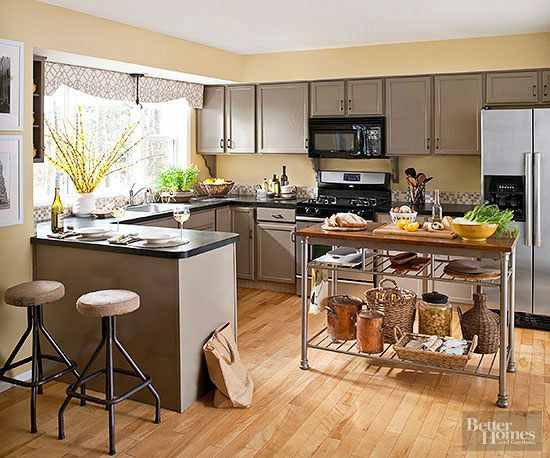 Warm colors -- including fiery reds and oranges, sunny yellows, and toasty neutrals -- take the chill off a kitchen's polished surfaces and can be combined in ways that suit every decorating style. Blend two or more warm hues/