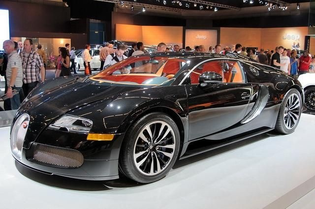 Bugatti Veyron....Stinkin HOT!!!