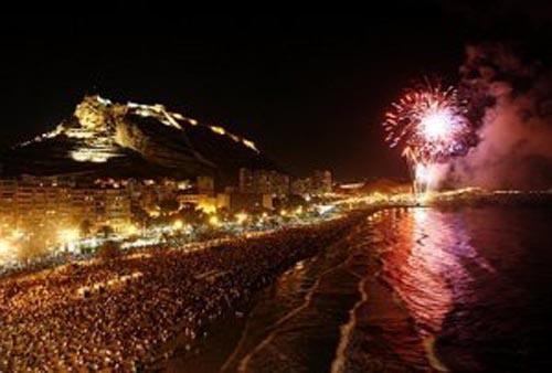 Fuegos Artificales en la Playa del Postiguet Hogueras de San Juan Alicante