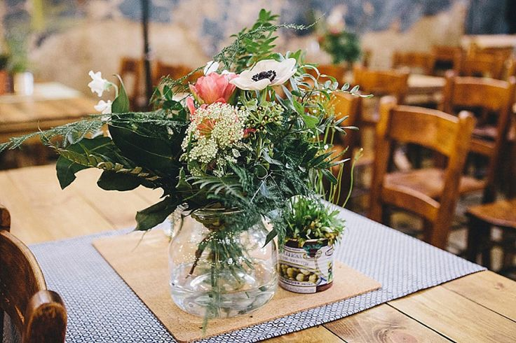 Wildflower centrepieces | Photography by http://thetwinsweddings.co.uk/
