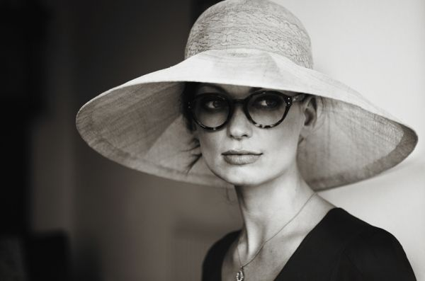 love the hat, the face and the glasses.