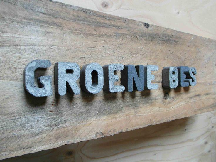 letters beton robuust 4cm hoog 2cm dik. Leuke teksten voor het interieur en de tuin