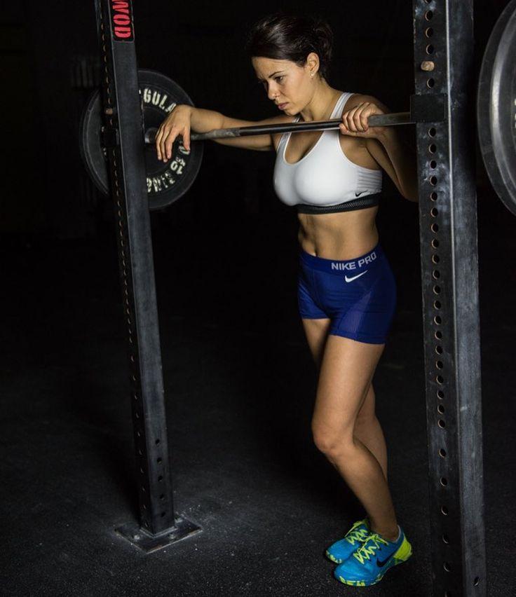 The worst trainings you can ever have will not only make you physically stronger but something even better. They will make you mentally stronger. They will make you a better athlete. --------------- Los peores entrenamientos los más pesados los más aburridos los más duros. No solo te ponen fuerte físicamente si no que te entrenan mentalmente. . #train #entrenamiento #noexcuses #motivacion #crossfitgirl #inspiration #training #lifestyle #getfit #wod #muscle #strong #crossfitlife #happy…