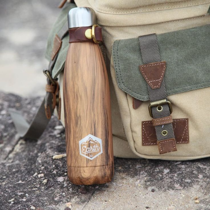 The Seek Society insulated 'Earth Eco' bottle (500 ml) is an investment in quality and style for your next adventure and the perfect size to utilise daily. This durable bottle keeps drinks cold for up to 24 hours and hot for up to 12