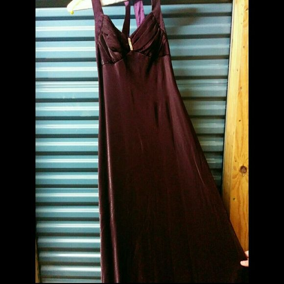 Gorgeous iridescent burgundy gown size 11-12 This dress is so pretty but so hard to photograph well enough to give it justice! It's a gorgeous iridescent burgundy gown size 11-12. It's definitely a junior sized gown. Worn once and has been professionally cleaned. Dresses