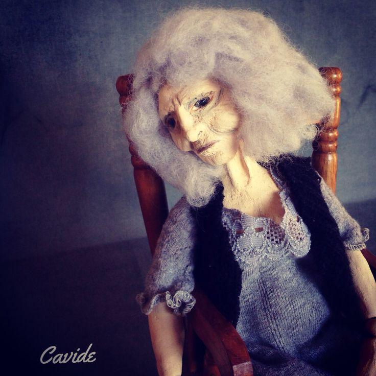 #Dollart #artdoll #crazywoman #oldwoman #woman #sitting #thinking #cavideninkadinlari #cavideyukseler #ceramic #seramik #clay #kadın #sanat #art #delikadın #artist
