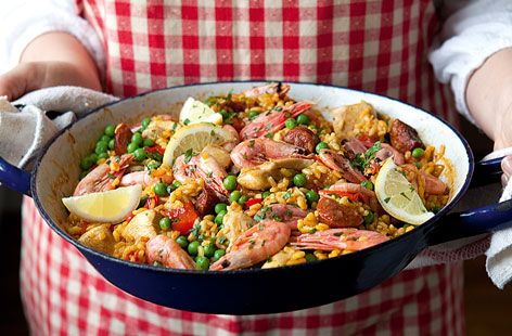 A simple Classic Spanish paella recipe for you to cook a great meal for family or friends. Buy the ingredients for our Classic Spanish paella recipe from Tesco today.