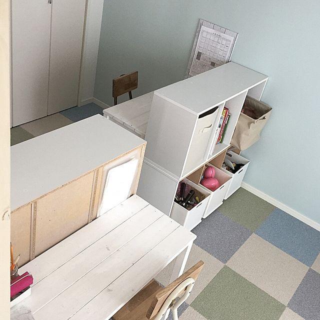 女性で、3LDKの多用途デスク/自分空間/作業机/子供部屋改造中/キッズルーム/勉強机…などについてのインテリア実例を紹介。「模様替え中毒の為… カウンターに作った机は すでに子供部屋へ…(*≧艸≦) たった5畳の部屋を2分割という新たな挑戦です・笑 子供は大好きですよね、激狭空間♡ かラボの裏はそのうちどうにかしましょう」(この写真は 2017-04-15 09:39:03 に共有されました)