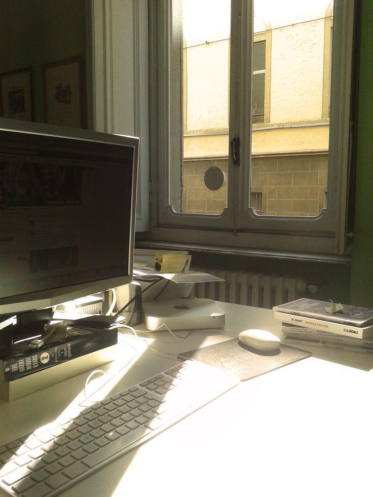 Quando dicono che #Torino è grigia e piovosa... Non vi fidate mai. Il sole invade le scrivanie dei nostri uffici! :)