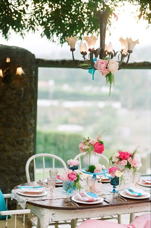a picnic done the fancy way.: Tables Sets, Beach Cottages, Company Picnics, Summer Picnics, Shabby Chic, Dinner Parties, At The Beach, Outdoor Parties, Gardens Parties