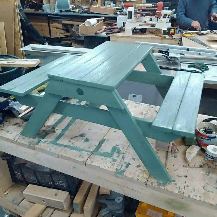 Kids picnic table by Willie
