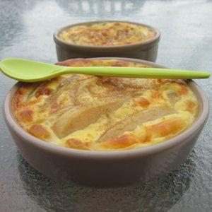 Légèreté & Gourmandises: Flans aux poires 2 grosses poires 2 oeufs moyens 10 gr de sucre en poudre 10 cl de crème liquide à 15% 10 cl de lait écrémé 1 sachet de sucre vanillé