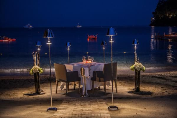The Love Table, an exclusive setting on the private beach of Eight Hotel Paraggi