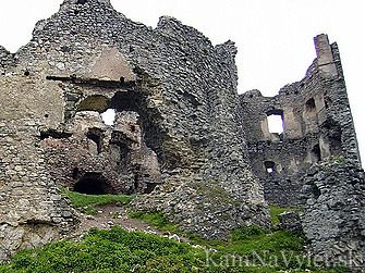 Zrúcanina hradu Brekov stojí na nezalesnenom kopci Ondavskej vrchoviny juhozápadne od Humenného. Postavili ho v 13. storočí a patril do sústavy hradov na uhorsko – poľskej ceste.