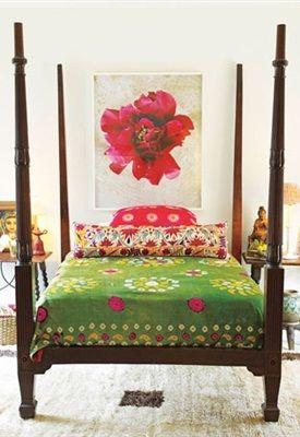 Florale patronen, geometrische prints en etnische tapijten; alles komt samen in een bohemien interieur. De slaapkamer is de perfecte plek voor deze eclectische, tijdloze stijl. Droom weg bij verschillende prints en uitbundige kleuren en uit je creatieve spirit. Residence geeft zes tips om deze look te creëren.
