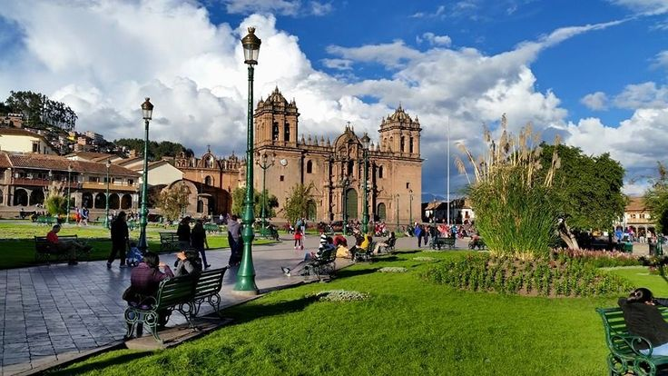 #Peru is such a wonder. We've been here nearly 3 weeks and every day I see something new and amazing. This is Plaza de Armas in #Cusco. We stayed nearby at the beautiful Belmond Palacio Nazarenas With thanks to the people here that have made us feel very welcome: Wilfredo Huillca Gamarra, Nina Fogelman of Ancient Summit Inc., and Pablo Navarro of Salineras Ranch among others.In Lima