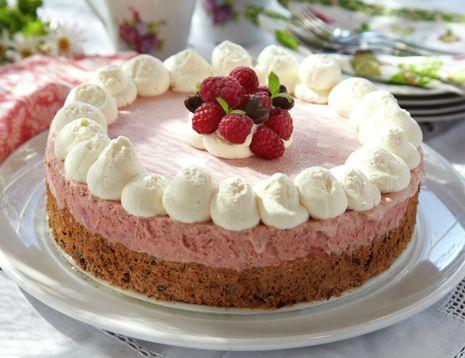 Fantastisk dessert eller kake med is av bringebær og saftig nøttebunn. Tar litt tid å lage, men den er absolutt verd å vente på.