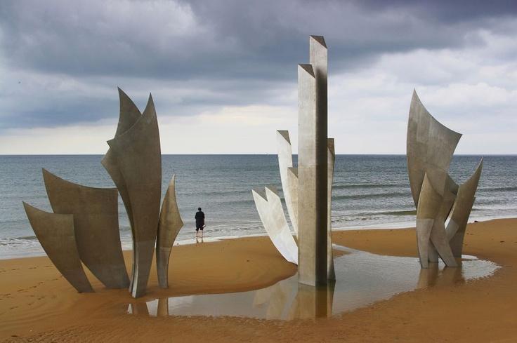 Monumento 'Les Braves', de Anilore Banon, en la playa de Omaha (Normandia, Francia)