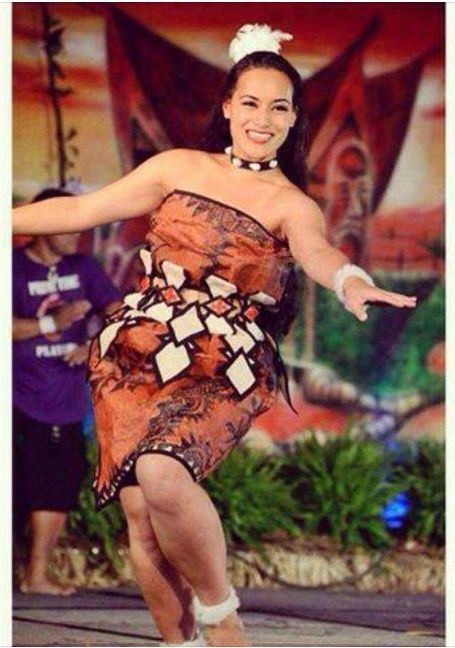 Beautiful Tongan Maiden Traditional Tauolunga Dress