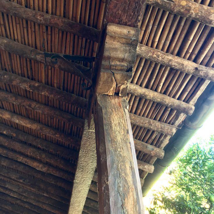 Detalle del techo de casa Viola, la más antigua de Asunción-Paraguay