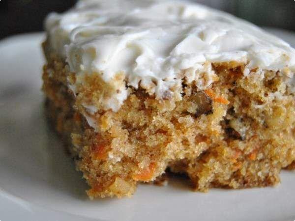 Bolo de cenoura abacaxi e nozes é uma verdadeira delícia, a massa fica leve e saborosa, esse bolo vai te surpreender.Experimente!!