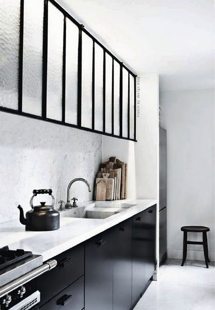 ☆Glasses, Black And White, Interiors, Black Cabinets, Cupboards, Marbles, Black White, Kitchens Cabinets, White Kitchens