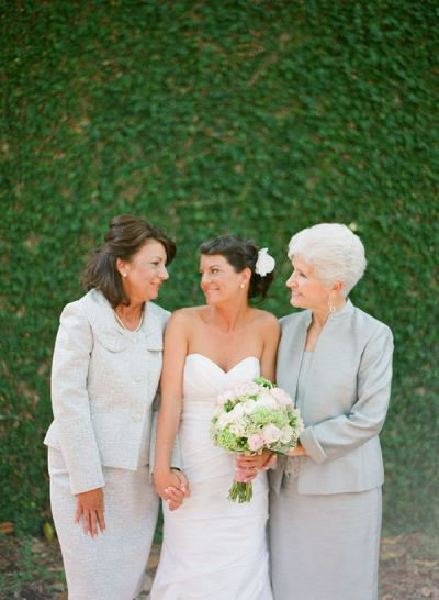 Picture With Bride Mom And Grandmother