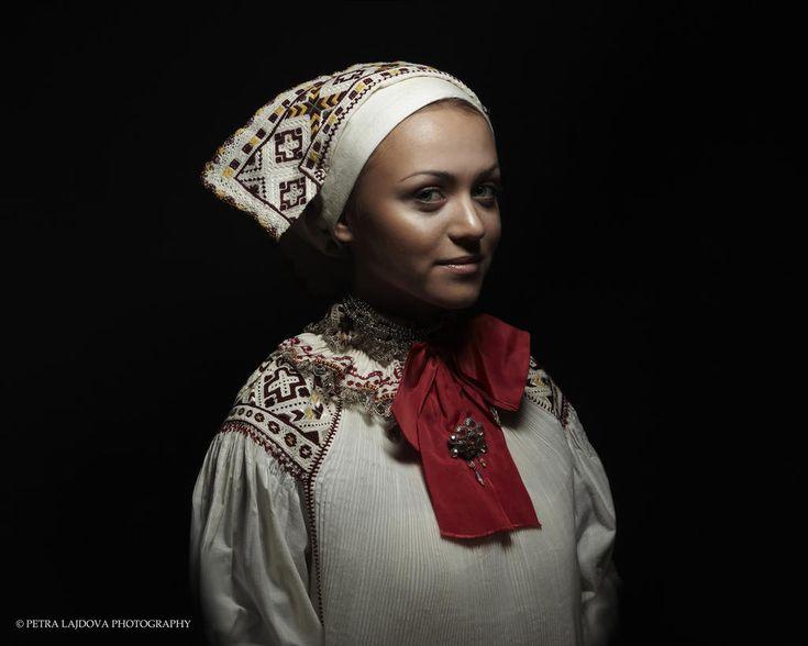 Fotografka priniesla na svetlo sveta archívne svadobné party a čepce | DanceLife.sk