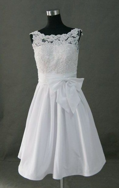 this is literally like my dream dress! lace top. tapered waist and flowy bottom. so want.