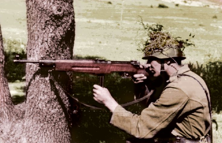 Hungarian soldier with Danuvia machine gun (Király géppisztoly). Loading that magazine is a pain! Excellent loader available for the Uzi Get your Magazine speedloader today! http://www.amazon.com/shops/raeind