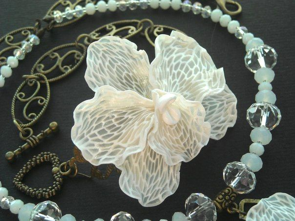 polymer clay flower necklace using translucent clay