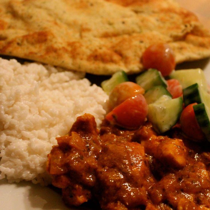 Wat een overheerlijk curry en zo eenvoudig! Nog nooit eerder maakte ik een curry, tot vandaag..dit recept is bij ons een blijvertje! Ingrediënten(voor 2 personen): 150-200 gram witte rijst 1 blikje kokosmelk 250 gram kipfilet 1 /2 potje tikka masala curry 1 ui 1 teentje knoflook 1/2 beker yoghurt (op gevoel) 1 bakje cherrytomaatjes 1/2 … Lees verder Curry →