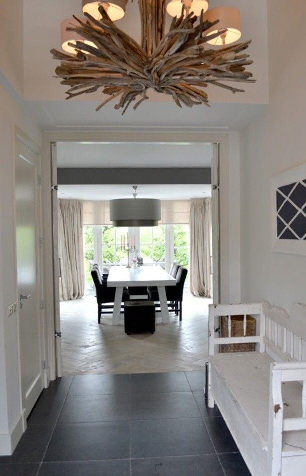 Combinatie van oud en nieuw, oude klepbank met stoere tafel en moderne kappen, linnen  gordijnen. Door ons gerealiseerd. Project kun je bekijken op onze site ginterieur.