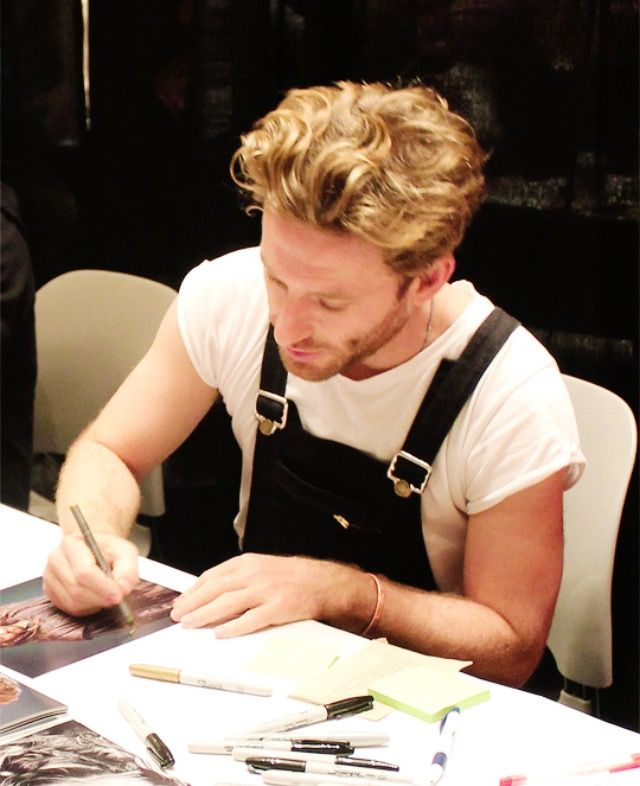 Dean signing autographs | Those pants ^-^